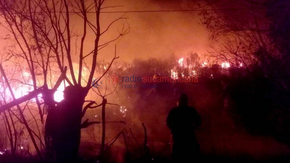 Impactantes imágenes del feroz incendio en zona de El Sombrero