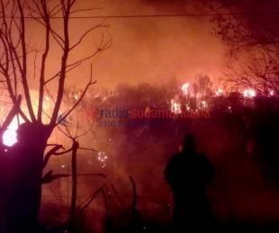 foto: Impactantes imágenes: siguen los graves incendios afectando a más de 200 hectáreas en zona de El Sombrero