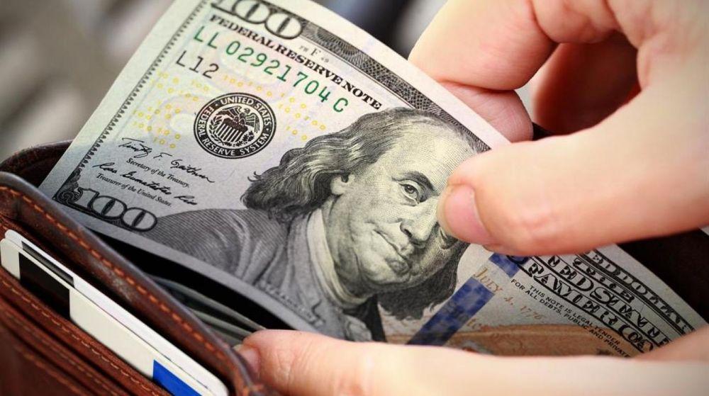 El dólar blue cerró la semana a $145: las ventas paralizadas