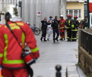 foto: París: hubo cuatro apuñalados cerca de la revista Charlie Hebdo