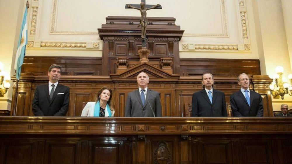 La Corte Suprema deja en suspenso la remoción de los jueces