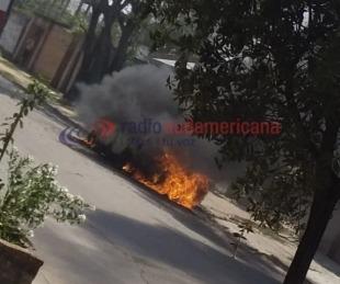 foto: Video: automóvil se prendió fuego por completo en el Molina punta