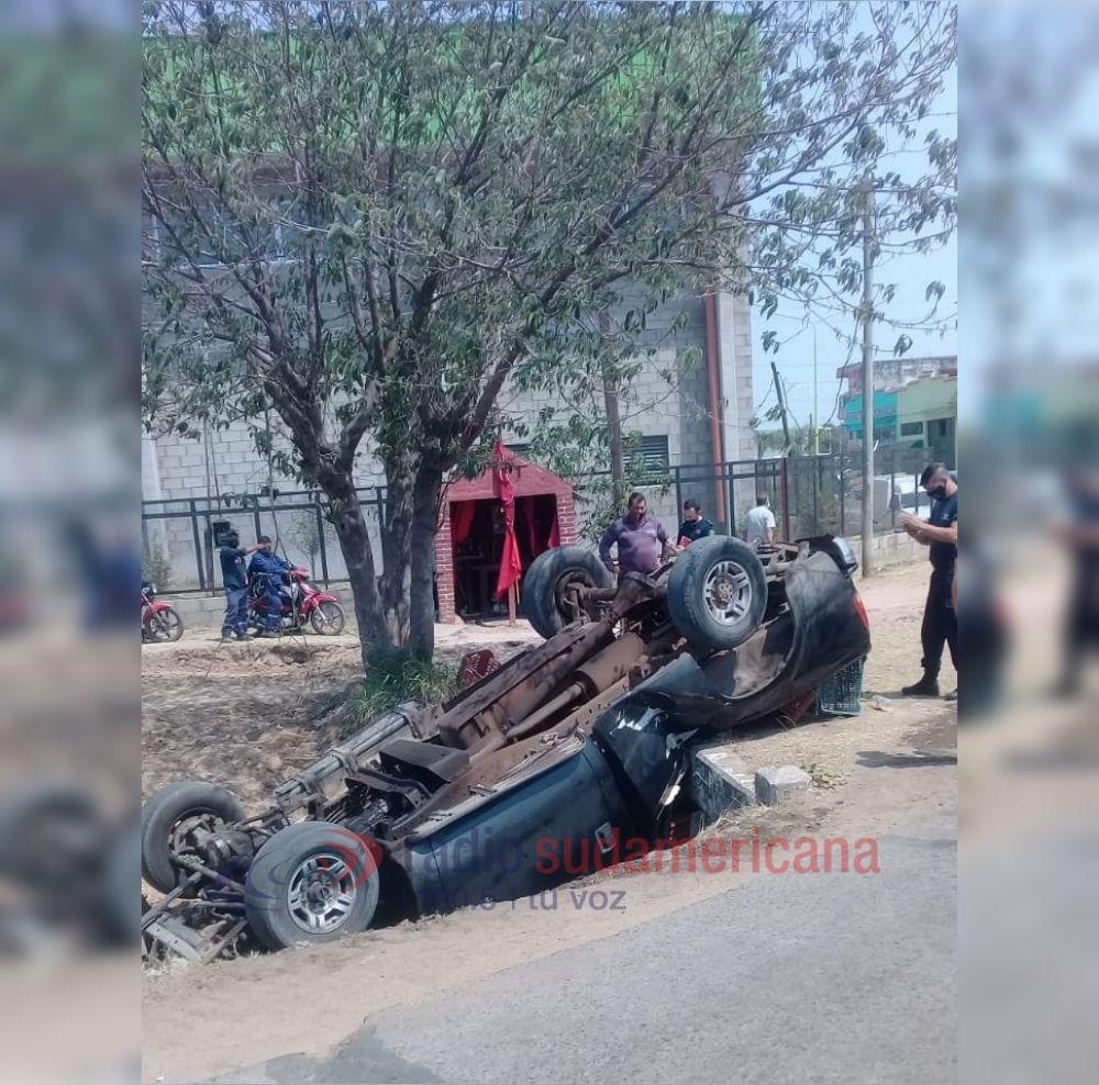 Camioneta despistó y terminó en una zanja: No hay víctimas fatales