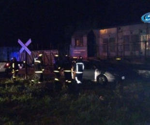 foto: Corrientes: iban en auto, un tren las atropelló y salieron ilesas