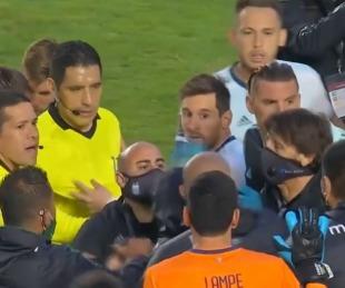 foto: El exabrupto de Moreno Martins en plena discusión con Messi