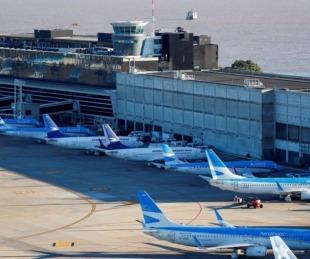 foto: Regresan los vuelos regulares y los micros de larga distancia en el país