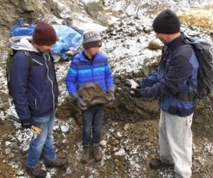 foto: Salió de excursión con su papá y descubrió los restos de un dinosaurio