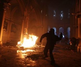 foto: Incidentes durante las protestas en Chile:quemaron dos iglesias