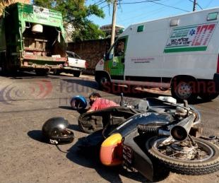 foto: Chocaron contra un camión de residuos y resultaron con heridas