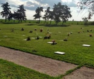 foto: Se robaron todas las placas de bronce de las tumbas del cementerio