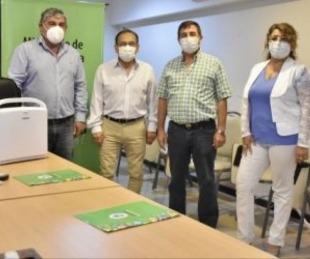 foto: Cardozo entregó equipos a hospitales de la Capital
