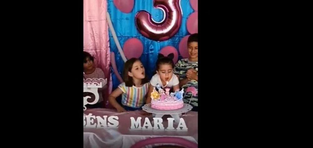 Sopló la vela del cumpleaños de su hermana y se volvió viral
