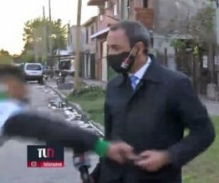 foto: Le robaron el celular a un periodista mientras hacia un móvil