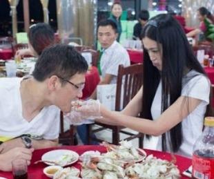 foto: Una chica llevó 23 familiares a su primera cita