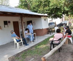 foto: Tassano, en el barrio Yecohá: ripio, atención médica e infraestructura