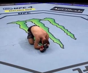foto: Khabib desmayó a su rival y anunció su retiro de UFC llorando