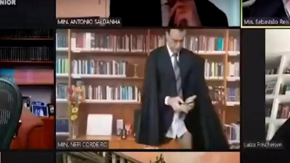 Un juez apareció en calzoncillos, en plena sesión por Zoom