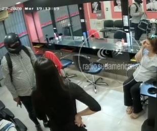 Video: así se enfrentaron las peluqueras a un ladrón armado