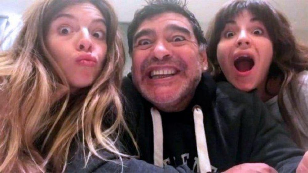 Los emotivos saludos de Dalma y Giannina Maradona por el cumpleaños de Diego