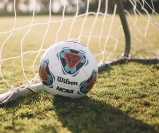 foto: Algoritmo confundió a un calvo con la pelota y arruinó la transmisión