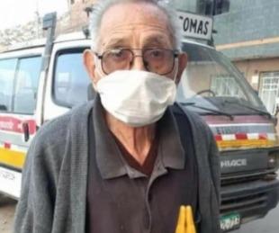 foto: Abuelo sale todos los días a la calle a buscar a su perro perdido