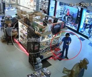 foto: Shopping: Robó una conservadora y fue grabado por las cámaras