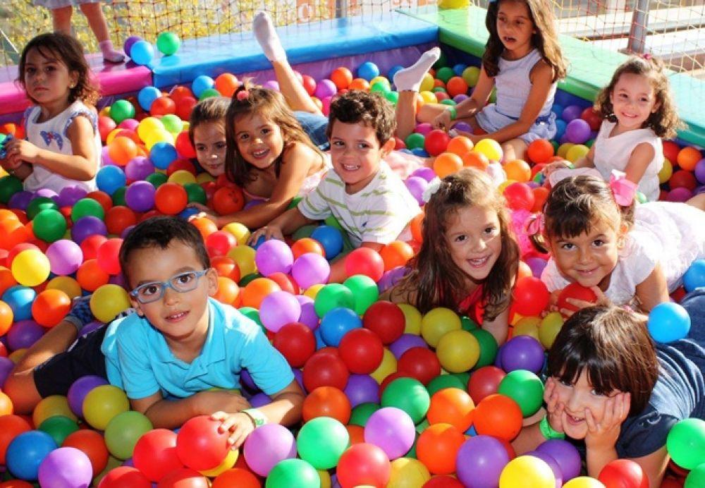 Habilitaron juegos infantiles en plazas y peloteros de Goya