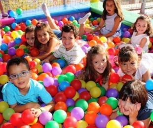 foto: Habilitaron juegos infantiles en plazas y peloteros de Goya