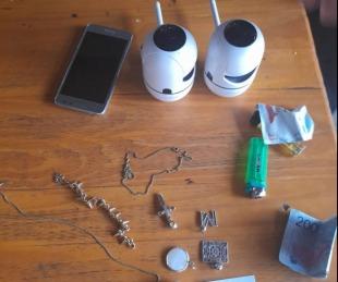 foto: Robaron dos cámaras de seguridad barreteando una ventana: detuvieron a uno