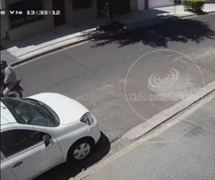 foto: Bº Camba Cuá: video muestra un violento arrebato a plena luz del día