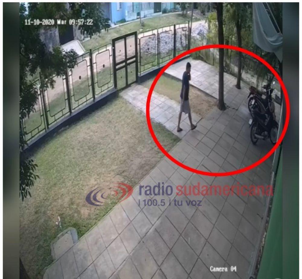 Los sorprendieron desarmando la moto que habían robado de un CDI
