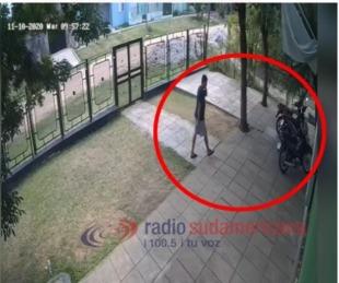 foto: Los sorprendieron desarmando la moto que habían robado de un CDI