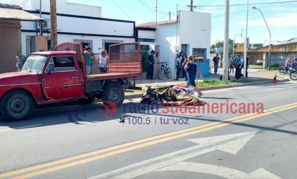 Motociclista murió tras impactar contra una camioneta estacionada