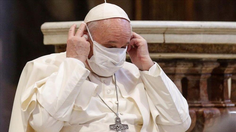 Investigan un Me gusta desde la cuenta del Papa a una modelo brasileña