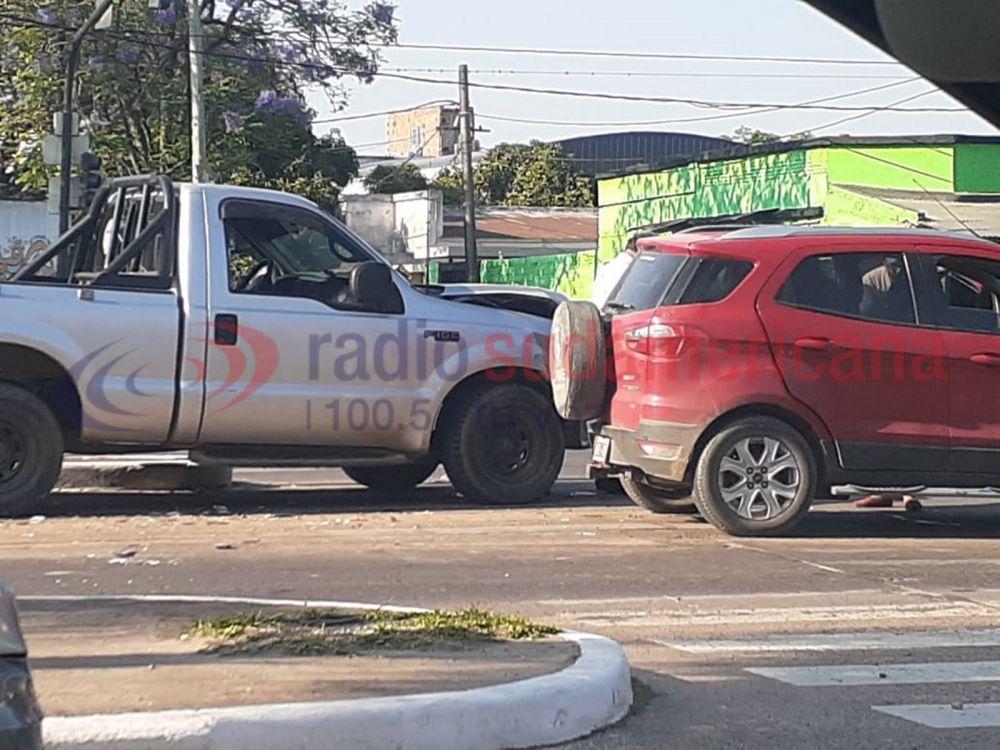 Camioneta chocó y arrastró por varios metros a otro vehículo