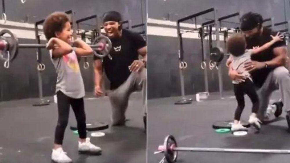 Video viral de la nena levantando pesas en un gimnasio