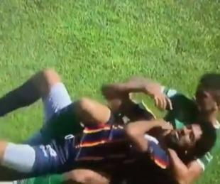foto: Fútbol argentino: un jugador ahorcó a su rival y provocó un escándalo