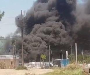 foto: Video: se produjo un voraz incendio frente al estadio de Boca Unidos