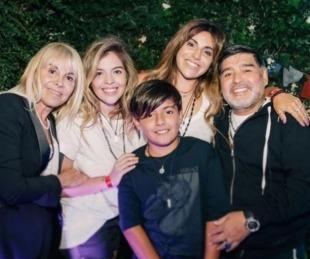 foto: Así fue la última foto de Diego con Claudia , Dalma, Gianinna y Benjamín