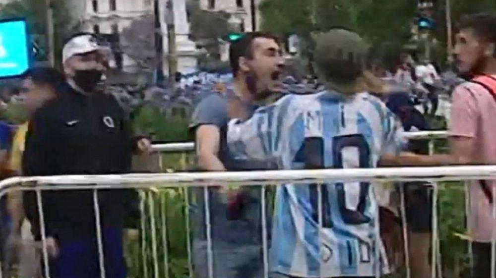 Disturbios e incidentes en el inicio del velatorio de Maradona