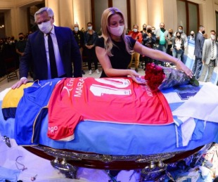 foto: El emotivo adiós de Alberto Fernández a Diego Maradona