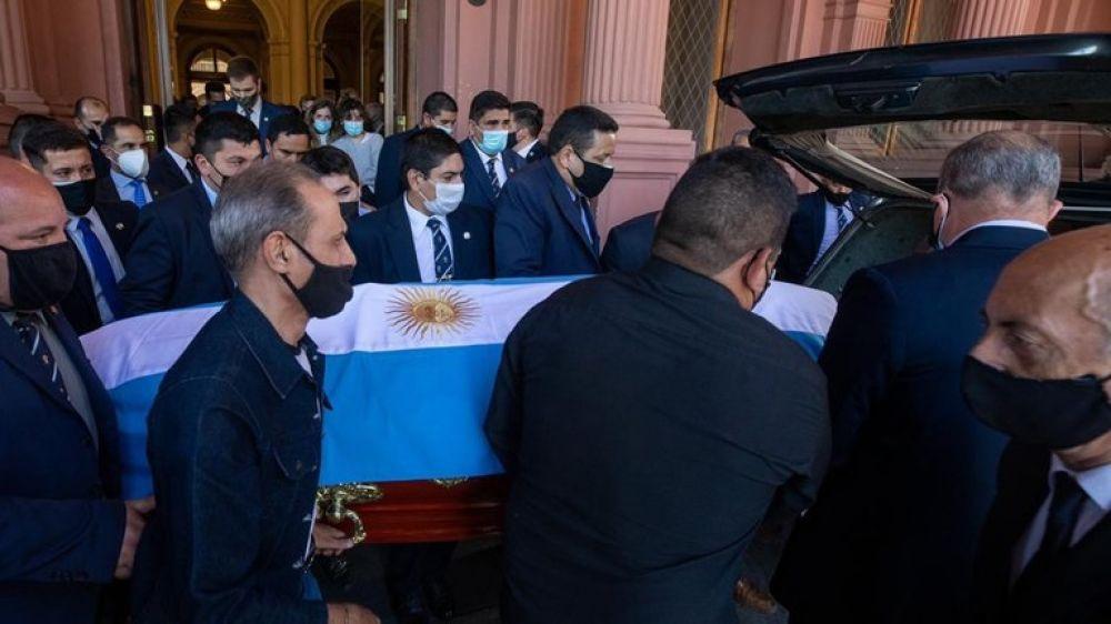 El último adiós: el cortejo fúnebre llegó al cementerio de Bella Vista