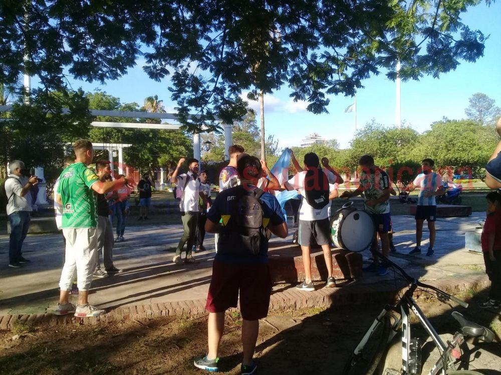 Corrientes: hinchas de Mandiyú se sumaron al último adiós a Diego