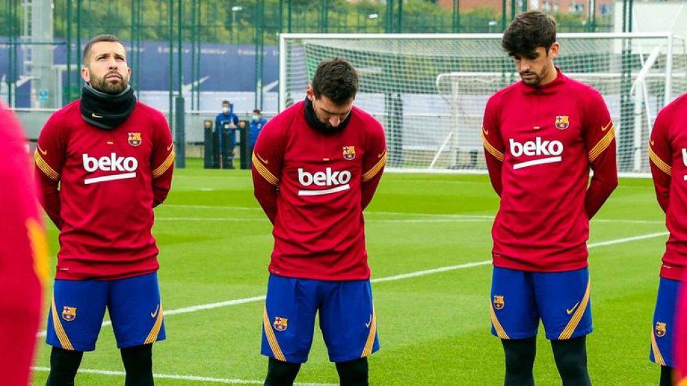 La emotiva reacción de Messi en el minuto de silencio por Maradona
