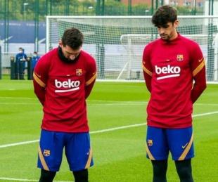 foto: La emotiva reacción de Messi en el minuto de silencio por Maradona