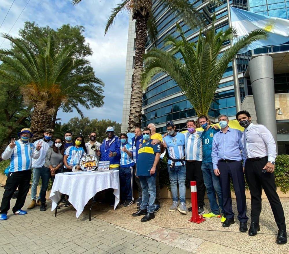 Peña de Boca en Israel realizó un sentido homenaje a Maradona