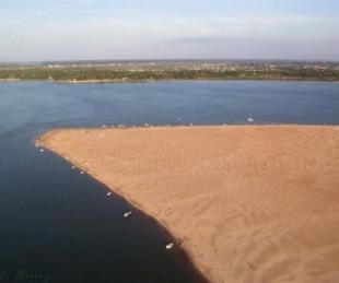 foto: Entró al río para nadar hasta el banco de arena y desapareció