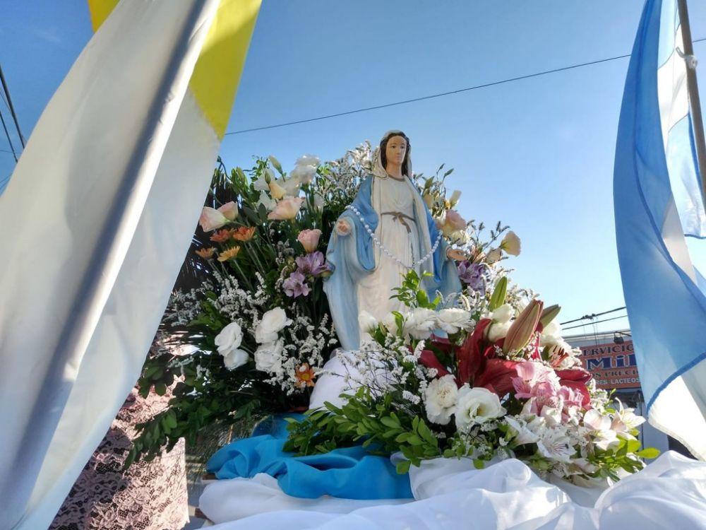 La Virgen de la Medalla Milagrosa visitó el Hospital de Campaña