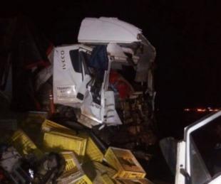 foto: Dos muertos en tremendo choque entre un colectivo y un camión