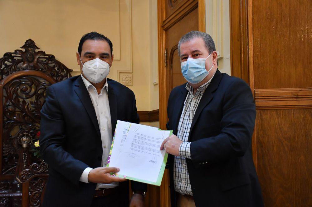 Valdés firmó convenios con el intendente de Alvear para obras